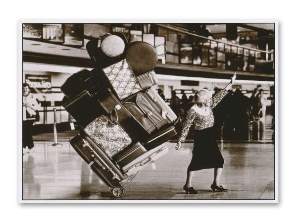 Postkarte Oma mit Handgepäck